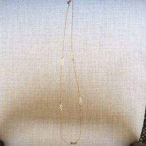 Jewelry - Gold arrow necklace.